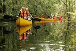 canoe-674018_640.jpg